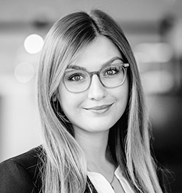 Portrait: Business Support Lawyer Carolin Nußbaum, LL.B. - Loschelder Rechtsanwälte, Cologne